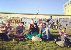 iStopOver-meets-9flats-and-the-Berlin-wall